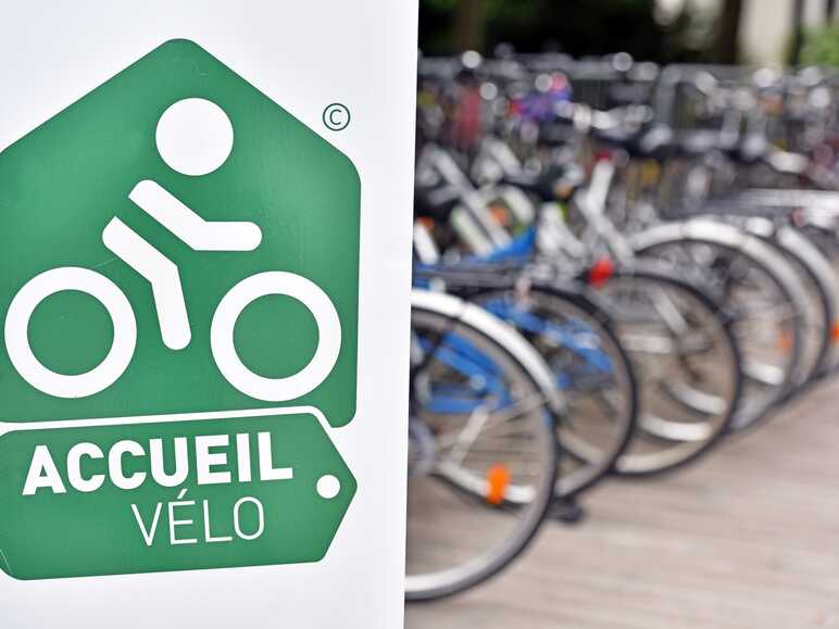 """Accueil Vélo"" : bicycle facilities on ViaRhôna"